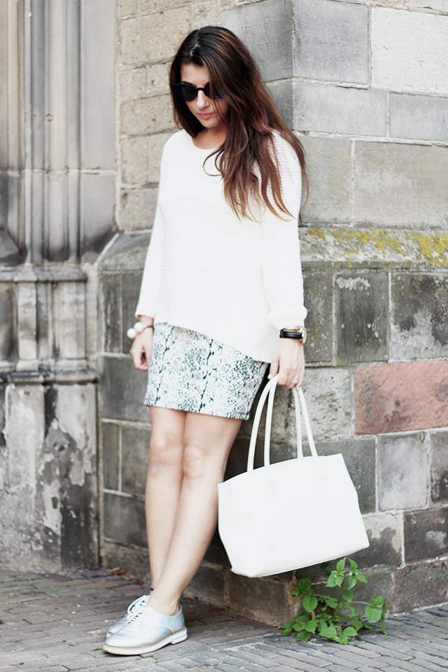 White sweater - Grey skirt - holographic shoes chicwish- furla3