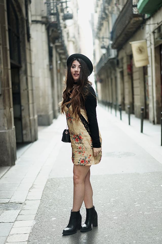 zara-dress-vanharen-shoes-furla-streets-of-barcelona-19